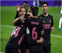 كريم بنزيما يقود ريال مدريد أمام قادش