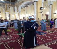 التزام في عاشر أيام صلاة التراويح بمساجد الوادي الجديد.. صور