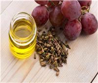 يكافح الشيخوخة.. فوائد زيت بذور العنب للبشرة