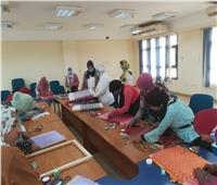 «قومي المرأة» يدرب فتيات وسيدات المنيا على الحرف اليدوية