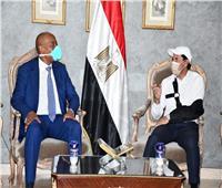 في أول ظهور بعد حادث السيارة.. وزير الشباب يستقبل رئيس الكاف