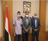 «الجلالة» تستقبل شابًا مصرياً نابغاً حاصلاً على الدكتوراه في عمر٢٢ عاماً