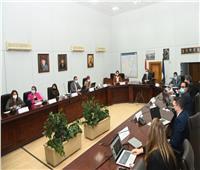 وزير السياحة يستعرض إستراتيجية العلاقات السياحية مع شركة دولية متخصصة