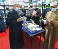 إقبال كثيف على إصدارات وزارة الأوقاف بمعرض فيصل التاسع للكتاب