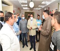 محافظ مطروح يفاجئ مستشفى سيوة المركزي ليلا للاطمئنان على الخدمات الطبية