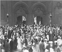 أزمة في مسجد بالمنيا.. خطيب يجهل القرآن والمصلون يصرخون: انزل انزل !