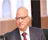 محافظ القاهرة يوزع مواد غذائية على الأسر الأكثر احتياجا بمساكن المحروسة