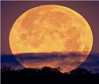 «بدر رمضان» أول قمر عملاق 2021 .. الإثنين