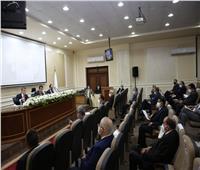 «الأعلى للجامعات» يؤكد على تخفيض أعداد الطلاب بالمحاضرات