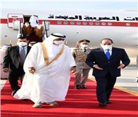السيسي يستقبل محمد بن زايد في مطار القاهرة | صور