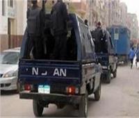 ضبط سيارة تحمل 75 جوال من أحجار الكوارتز في أسوان