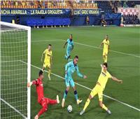 انطلاق مباراة برشلونة وفياريال في «الليجا الإسبانية» | بث مباشر