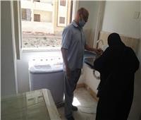 في لفتة إنسانية.. محافظ الإسماعيلية يمنح أسرة وحدة سكنية وفرشها بالكامل