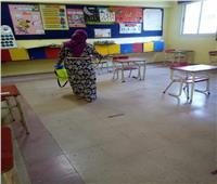 المدارس تستعد لاستقبال الطلاب لإداء اختبارات أبريل بتطهير وتعقيم الفصول