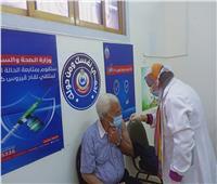 مواطنو الدقهلية يواصلون تلقي لقاح فيروس كورونا مع الأطقم الطبية