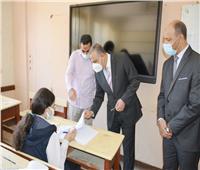 محافظ سوهاج يتفقد بدء امتحانات النقل ويطمئن على تطبيق الإجراءات الوقائية