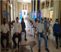 إقبال من العاملين بالفنادق السياحية لتلقي لقاح كورونا في الغردقة