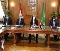 رئيس جامعة المنوفية يعقد اجتماعا مع لجنة إدارة أزمة كورونا