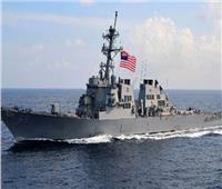 سفينة حربية أمريكية تطلق أعيرة تحذيرية بعد اقتراب زوارق إيرانية منها