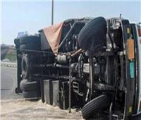 إصابة ١٠ عمال فى  انقلاب سيارة بصحراوي البحيرة