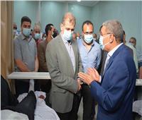 محافظ المنيا يطمئن على رئيس مدينة أبوقرقاص عقب تعرضه لحادث مروري