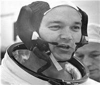 «أبولو 11».. وفاة رائد الفضاء الأمريكي مايكل كولينز