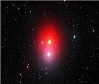 اكتشاف سبب تقلبات السطوع طويلة الأمد في النجوم العمالقة الحمراء