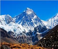 فيروس كورونا يصعد 5 آلاف متر ويصل إلى قمة جبل إيفرست  فيديو
