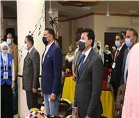 وزير الشباب والرياضة يتفقد نادي الحسينية ويلتقي أعضاء برلمان الشباب