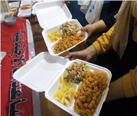 توزيع 160 وجبة إفطار يومية و600 شنطة على الفقراء بالزقازيق