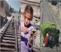 عمرو أديب يعرض مقاطع فيديو لمواطنين يخربون قضبان السكة الحديد