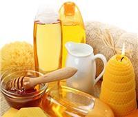 صفار البيض والعسل للتخلص من بقع الوجه الداكنة