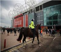 قبل مواجهة ليفربول.. جمهور مانشستر يونايتد يقتحم ملعب أولد ترافورد| صور