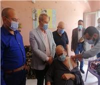وكيل «صحة الدقهلية» يزور دار الأمل المسنين لحثهم على تلقي لقاح كورونا