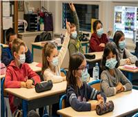 عودة تلاميذ المدارس الإعدادية والثانوية بدوام جزئي في فرنسا