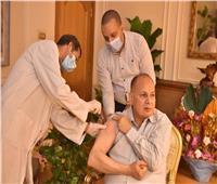 أسيوط في ٢٤ ساعة  المحافظ يتلقى الجرعة الأولى من لقاح فيروس كورونا