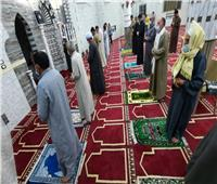رواد المساجد بـ«الجيزة» خلال صلاة التراويح يلتزمون بالضوابط والإجراءات الوقائية