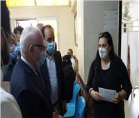 محافظ بورسعيد يتابع سير العمل بوحدة صحة المسنين ويشيد بتيسير الإجراءات