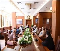 محافظ بورسعيد يشدد على توفير السلع الغذائية والمواد الأساسية بالأسواق