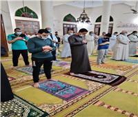 خلال صلاة التراويح.. رواد مساجد الغربية يلتزمون بتعليمات «الأوقاف»