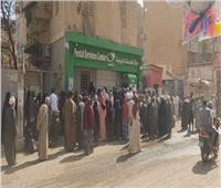 تزاحم شديد على مكاتب البريد والبنوك في بني سويف