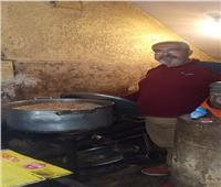 «طباخين الخير» جنود مجهولون في تحضير وجبات الإفطار