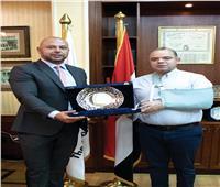 تكريم رئيس البورصة المصرية على رئاسته للاتحاد العربي خلال الدورة الماضية