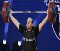 لوريل هوبارد.. أول رافعة أثقال متحولة جنسيا يشارك بالأولمبياد