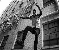 بأمر القوة الإلهية.. شاب مصري يقفز من نافذة الطابق الثاني