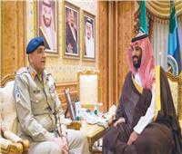 محمد بن سلمان يبحث مع قائد الجيش الباكستاني التعاون العسكري المشترك