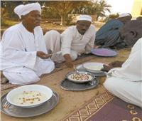 نقش «الحناء» للنساء والتمر المغلي في اللبن طقوس نوبية في العيد