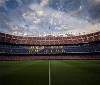 جماهير برشلونة تدعم فريقها بالألعاب النارية قبل مواجهة أتليتكو | فيديو