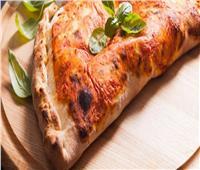 سفرة رمضان.. أسهل طريقة لتحضير «بيتزا الكالزوني»