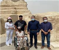 بحضور وزير السياحة ووفد التنسيقية.. السيدة الأمريكية تحقق حلمها بزيارة الأهرامات
